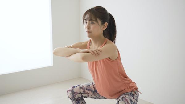 マンコの締まりを良くする筋トレ・体操を行う女性