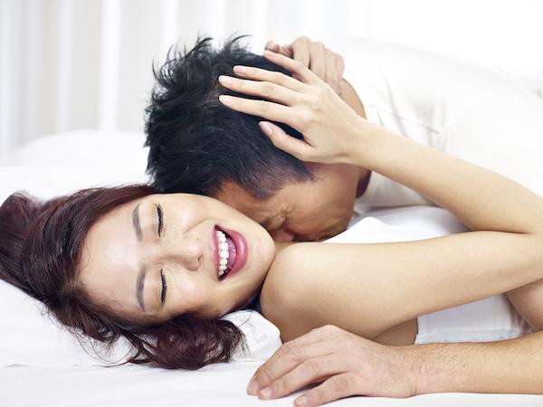 膣トレをして彼氏とセックスをする女性